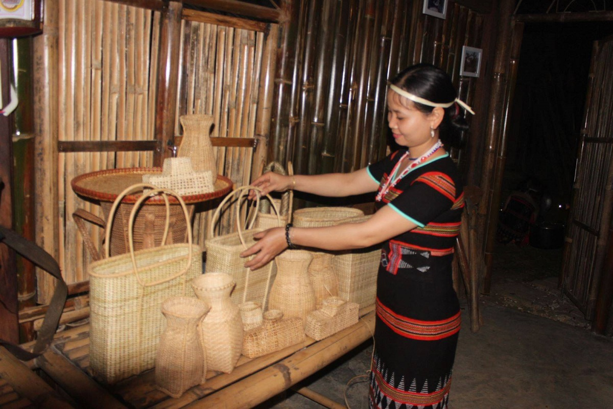 Tourism products of Co Tu people at Ta Lang Village, Quang Nam Province.