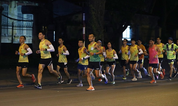 Foreign runners electrified ahead of Hanoi midnight marathon