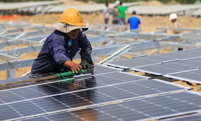 Solar power boom poses a distribution challenge
