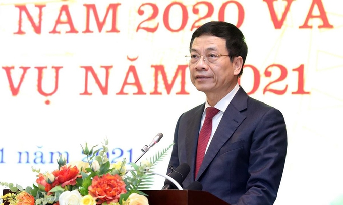 Information and Communications Minister Nguyen Manh Hung at a conference in Hanoi on January 12, 2021. Photo by Le Son.