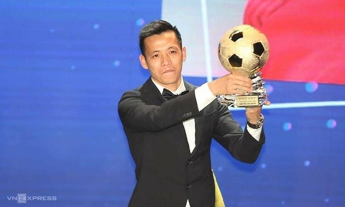 Nguyen Van Quyet finally lifts Vietnamese Golden Ball