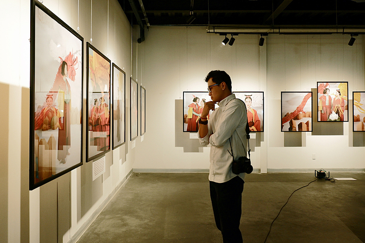 A visitor at the exhibition. Photo by VnExpress/Thanh Hang.
