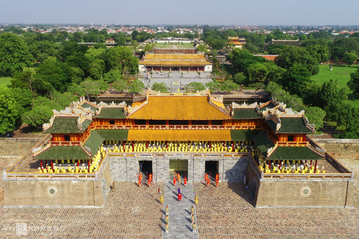 Gia Long, emperor of the Nguyen dynasty that reigned for a long time before the French colonial times, moved the imperial capital from Hanoi to the central town of Hue. In 1805, he started to build a citadel in France's Father of the Fortress Vauban-style with its signature layers of defense and 24 fortresses. The 10-square-kilometer citadel was originally made of earth but later reinforced with brick walls and its completion was announced by Gia Long's successor, Minh Mang. According to the Dai Nam Nhat Thong Chi (Dai Nam Comprehensive Encyclopedia), the Ngu Phung Pavilion is a part of Ngo Mon, the main southern gate of the citadel and stands in front of the Thai Hoa Palace on the outer court. During Gia Long's reign, this was the Nam Khuyet base comprising the Can Nguyen Palace and two gates, Ta Doan and Huu Doan. In 1833, Minh Mang changed it into a five-gate structure: Ngo Mon Gate in the middle and 4 gates on the sides and Ngu Phung Pavilion built on top.