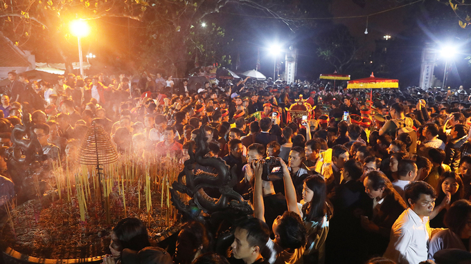 A crowd is seen at the Tran Temple Festival during the 2019 Lunar New Year. Photo by VnExpress/Ngoc Thanh.