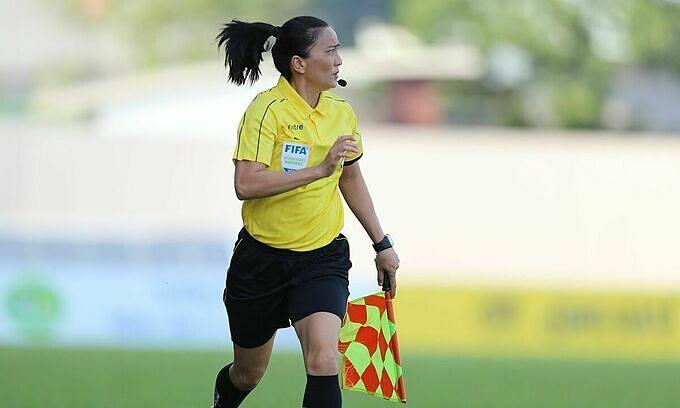 Female refs to make men's football league debut