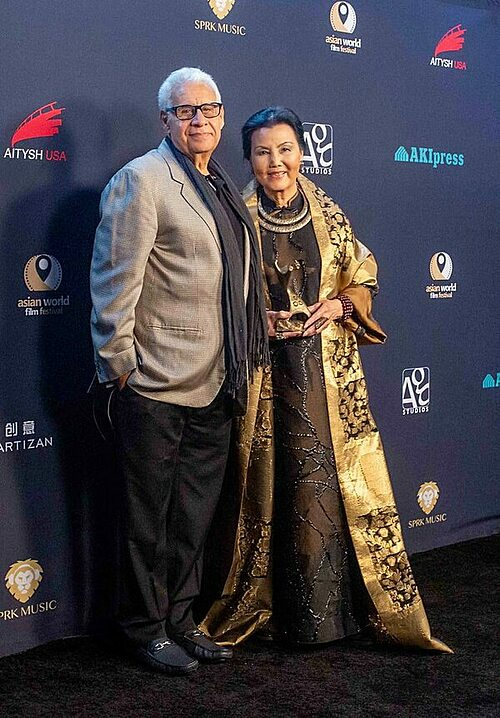 Kieu Chinh (R) with her Snow Leopard Lifetime Achievement Award and Georges Jojo Chamchoum, executive director of AWFF at the 6th Annual Asian World Film Festival in Los Angeles, the U.S. Photo courtesy of Kieu Chinhs Facebook.