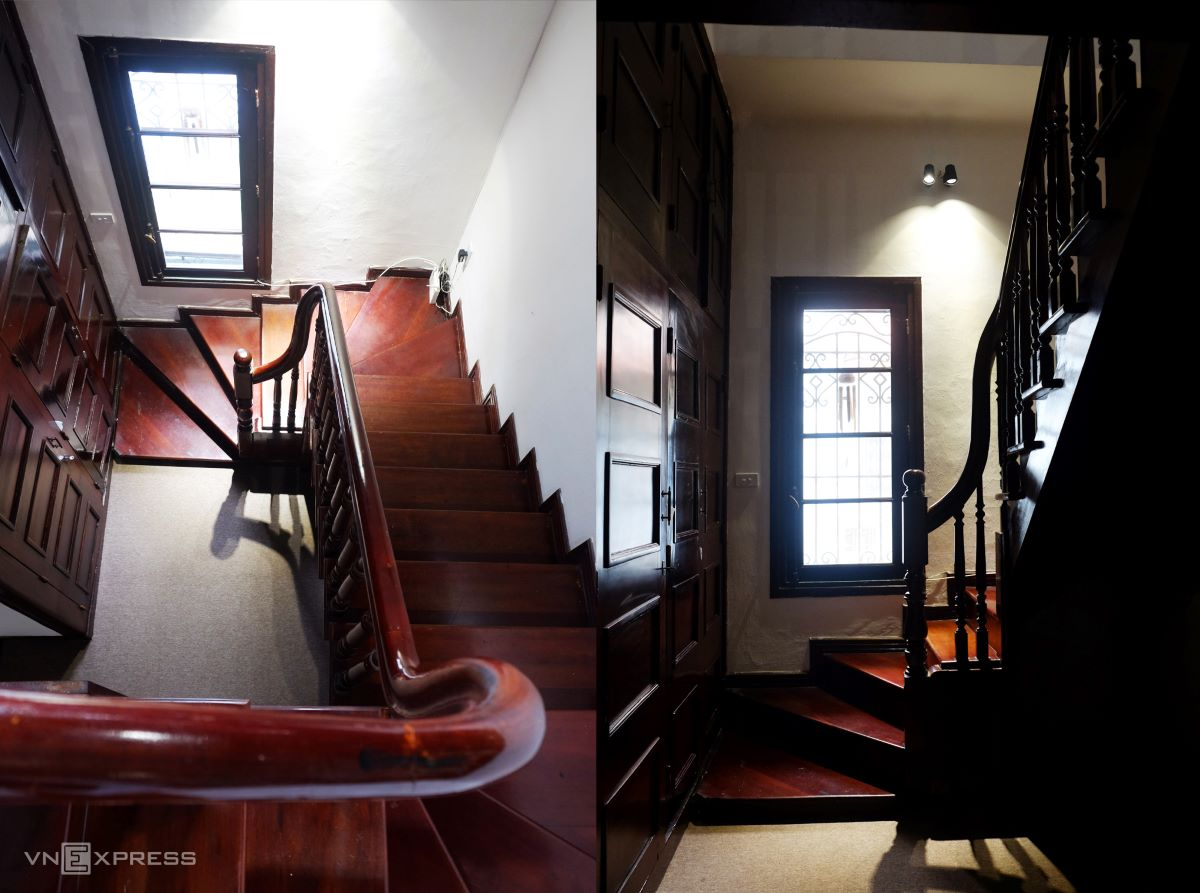 Stairs, wooden floors, fireplaces, wooden doors ... are all well preserved. In the picture is the stair system from the third to fourth floor (attic) in the house.