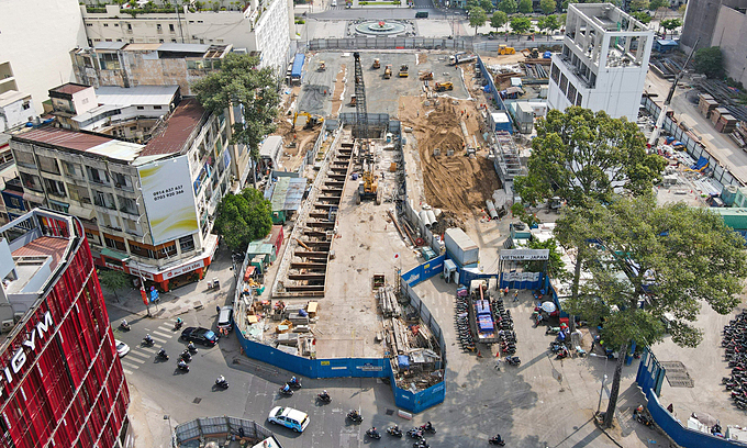 Saigon traders long for business revival with removal of metro project barrier