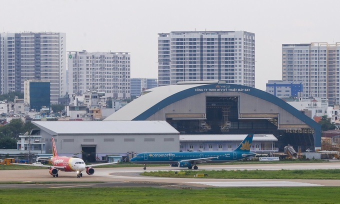 Military asked to stop dog intrusions at Tan Son Nhat airport