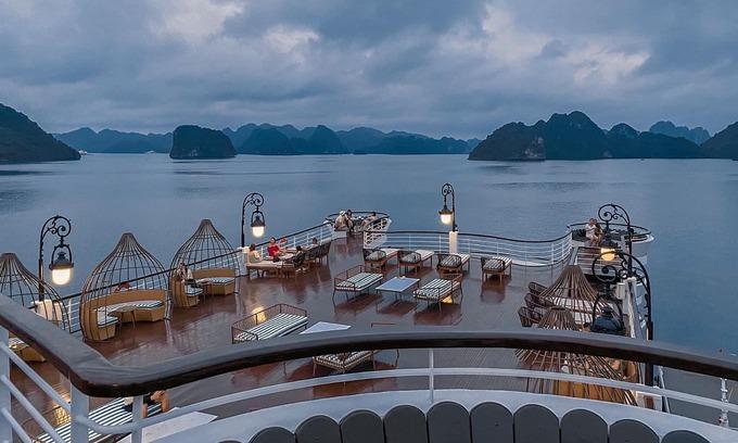 182 taken off Ha Long Bay cruise ship for quarantine