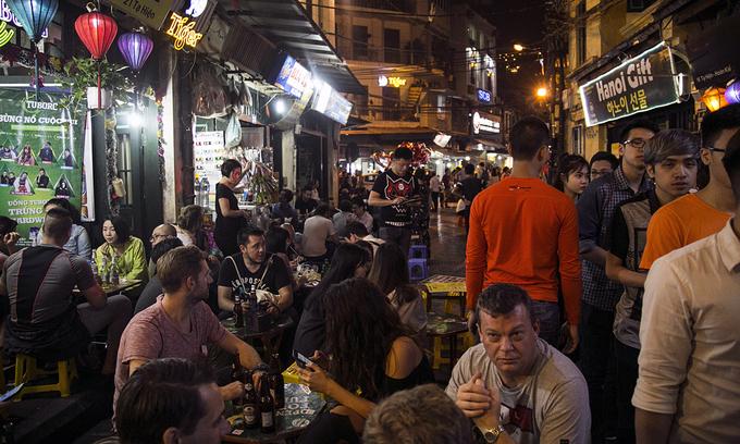 Hanoi shuts 'bia hoi', wet markets