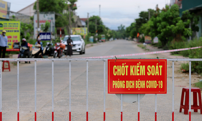 Three men fined $800 in central Vietnam for flouting self-quarantine regulations