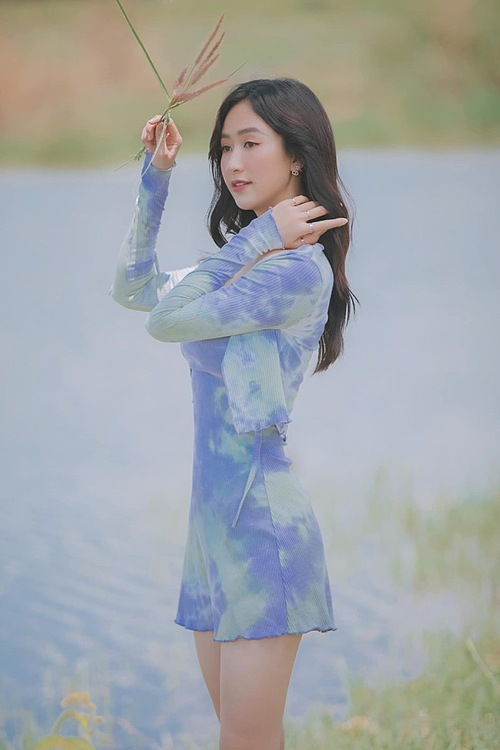 Model Thu Ha makes a twist with her ombre blue dress.