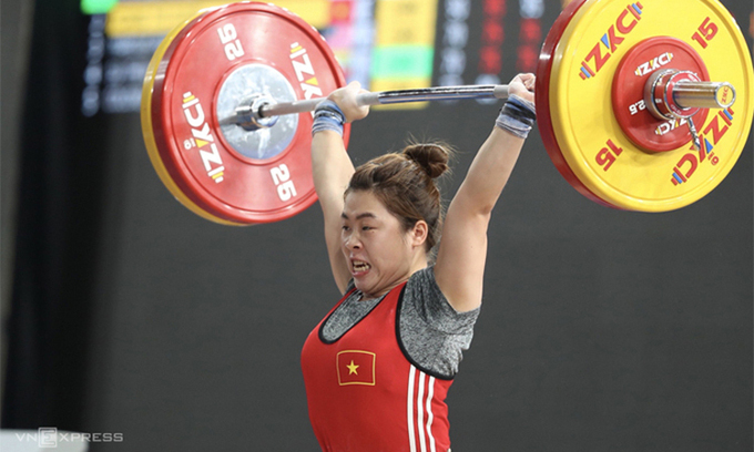 Hoang Thi Duyen competes at SEA Games 30 in 2019. Photo by VnExpress/Duc Dong.