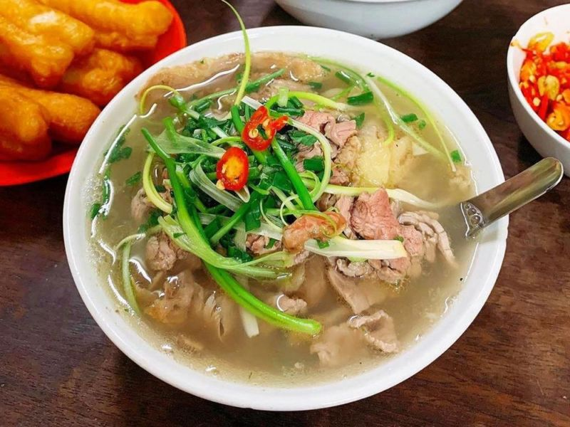 A bowl of pho at Bat Dan Restaurant in Hanoi. Photo by VnExpress/Ha Thanh.
