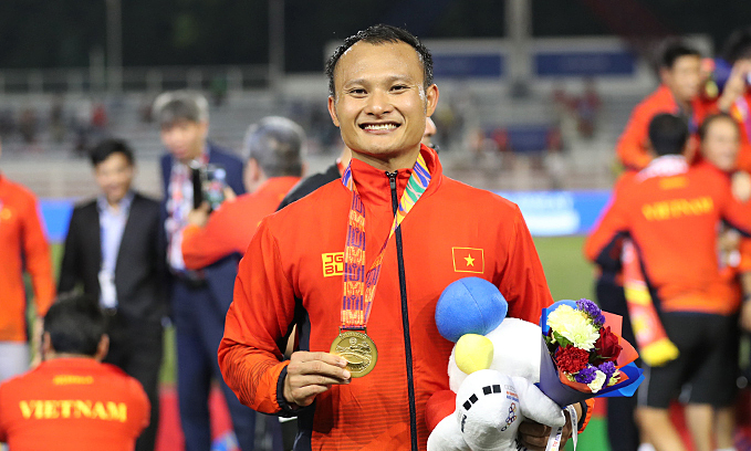Vietnamese footballer donates SEA Games gold medal auction money to charity
