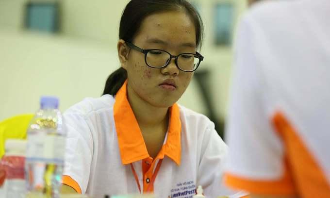Vietnamese girls face off in U16 chess world cup final