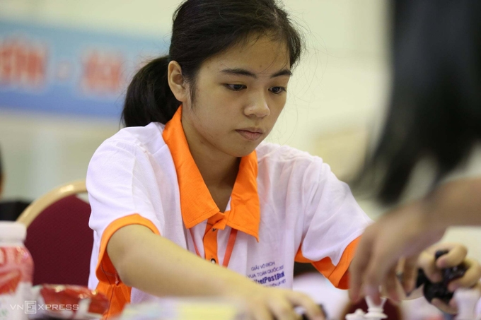 Nguyen Hong Nhung, the champion of FIDE Online Rapid World Cup & Cadets. Photo by VnExpress/Xuan Binh
