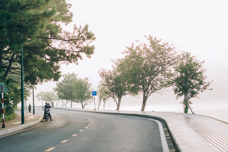 Autumn charm adds quiet allure to deserted tourism hotspots