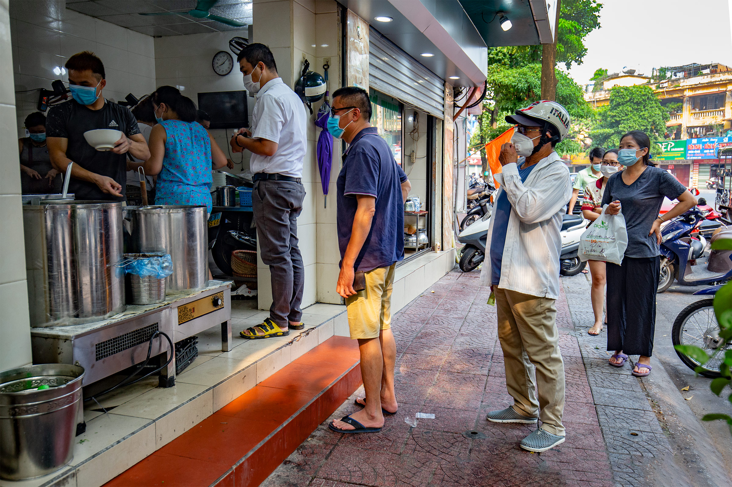 Many people were spotted lining up outside a pho shop on Nguyen Son Street at 8 a.m.