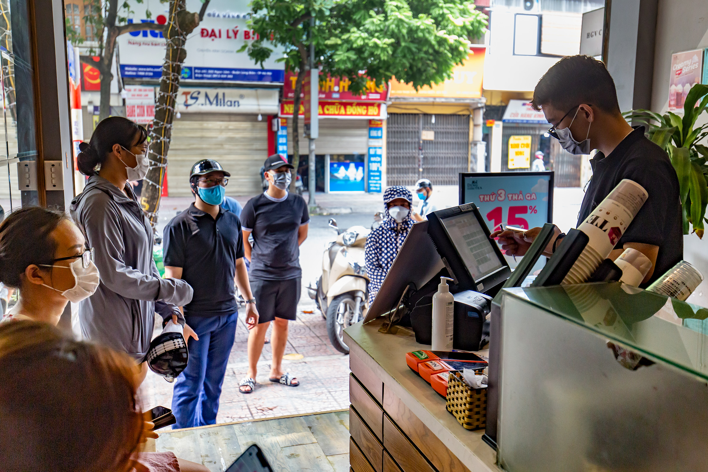 Customers also lined up outside a milk tea shop about one kilometer away.The capital has recorded 4,053 Covid-19 cases in the fourth wave that began in late April, including 41 on Monday.