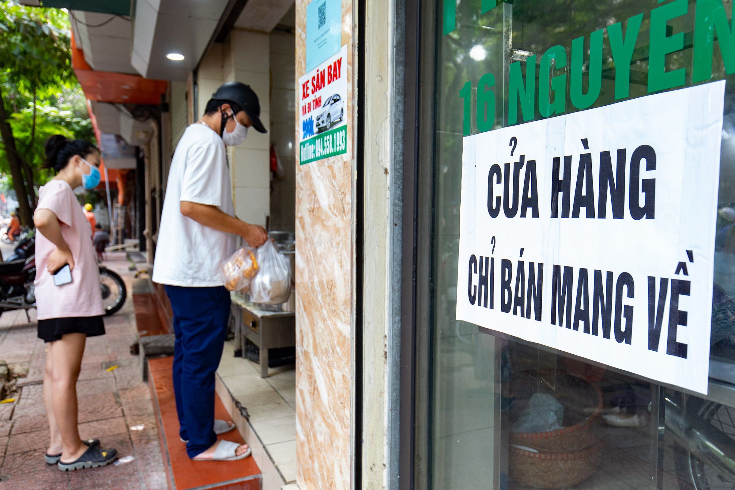 Starting September 9 a few wards in Long Bien District have allowed food and beverage sellers to open after two months though only for takeout.