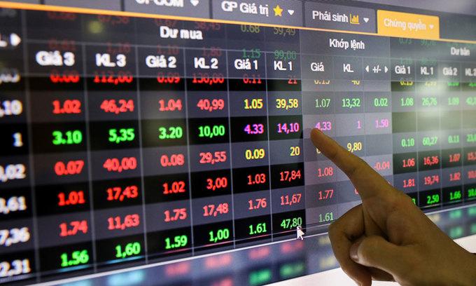 VN-Index slides as HCMC prolongs social distancing
