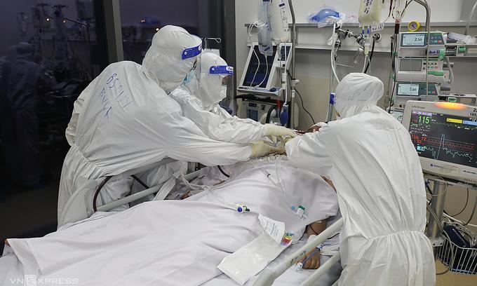 Vietnam mulls stem cells, plasma for Covid-19 treatment
