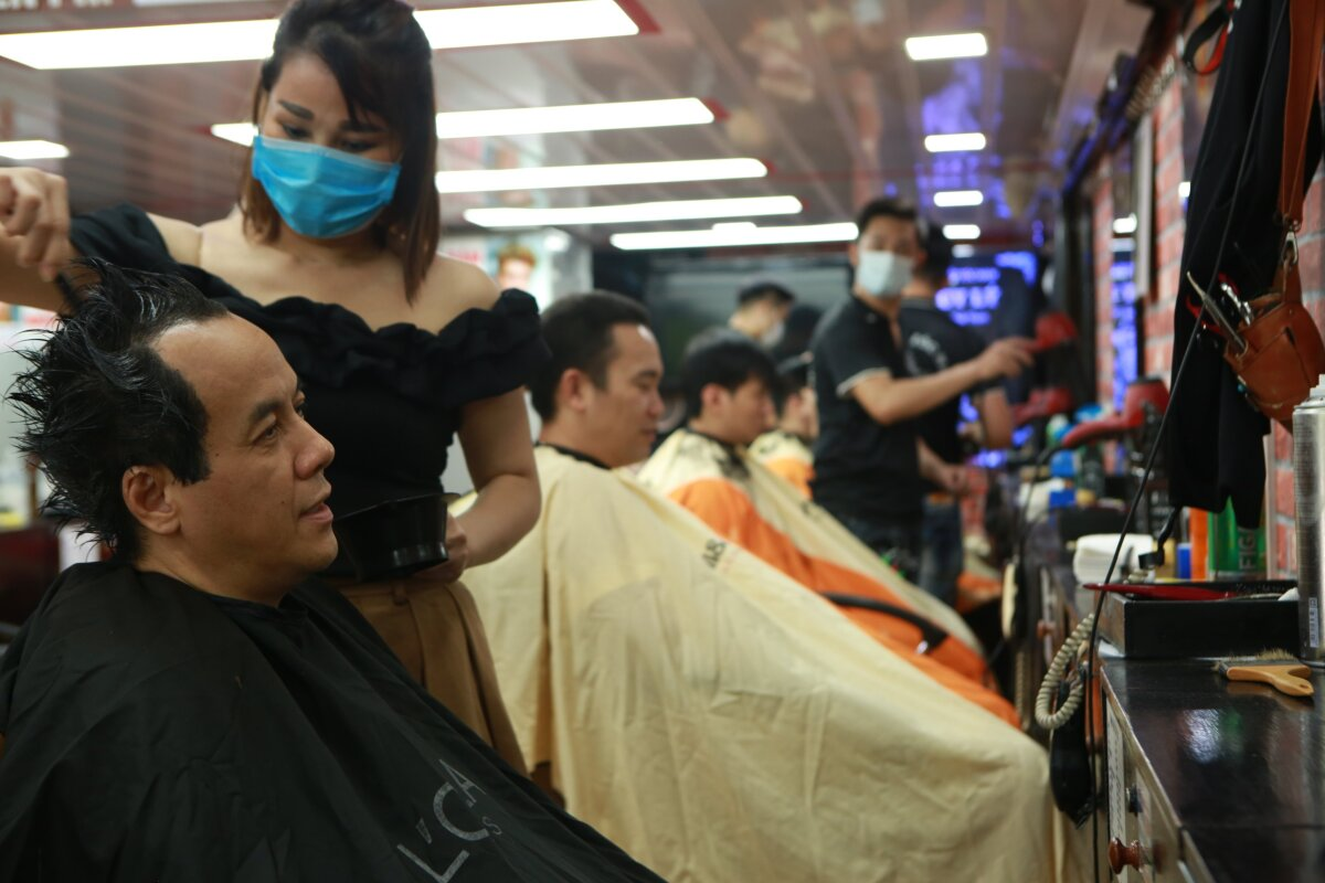 After waiting for two hours, Hung finally has his hair cut.  I did not expect it would be so crowded, I have to wait and skip my lunch to hair my hair cut.