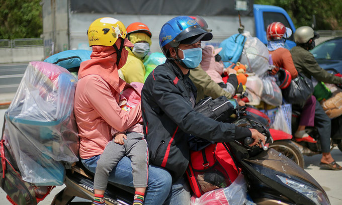 Stay back, central Vietnam tells workers but finds few takers