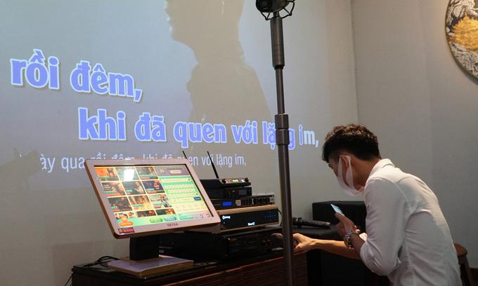 "HCMC bars, karaoke lounges provide ""take-away"" services"